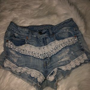 AMERICAN EAGLE CHEEKY JEAN/LACE SHORTS